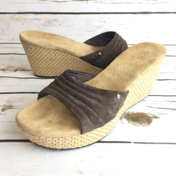1672df57a66 Ugg Wedge Sandals Womens Size 8 Shoes